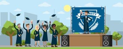 Junge glückliche Menschen am Graduierungstag Lizenzfreies Stockbild