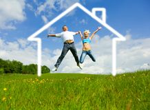Junge glückliche Familie Lizenzfreie Stockbilder