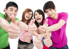 Junge Gruppe mit den Daumen oben Stockfotografie