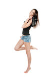Junge hübsche lächelnde Frau hält Schuhe an Lizenzfreie Stockbilder