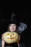 Junge Halloween-Hexe Stockfoto