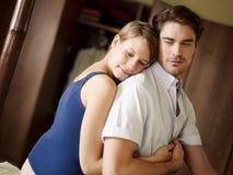 Junge Heterosexuellpaare im Schlafzimmer stockfoto