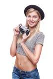 Junge Hippie-Frau in der flippigen Kleidung lokalisiert auf weißem Hintergrund Lizenzfreies Stockfoto