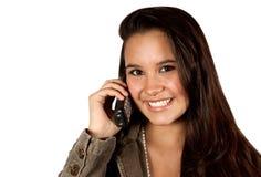 Junge hispanische Frau am Telefon Lizenzfreies Stockbild