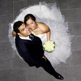 Junge hispanische Hochzeitspaare lizenzfreies stockfoto
