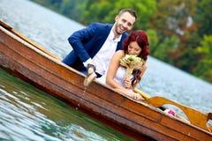Junge Hochzeitspaare lizenzfreies stockfoto