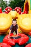 Junge im aufblasbaren Spielplatz Stockbilder