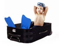 Junge im Gepäck Stockfotos