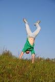 Junge im grünen T-Shirt Stockbild