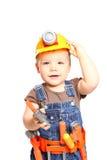Junge im orange Sturzhelm mit Werkzeugen auf einem weißen Hintergrund Stockfotografie