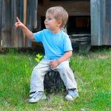 Junge im Park Stockfotos