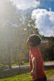 Junge im Wasser-Brunnen Lizenzfreie Stockbilder