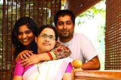 Junge indische Familie - Mutter, Tochter und Sohn Stockfotos