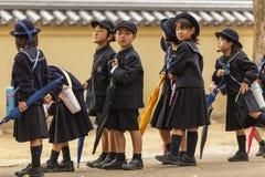 Junge japanische Schüler lizenzfreie stockbilder