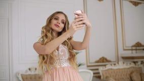 Junge Jugendliche, die Foto macht oder selfie macht stock footage