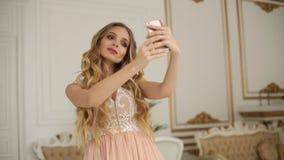 Junge Jugendliche, die Foto macht oder selfie macht stock video