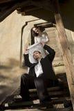 Junge Paare, die herum täuschen Stockfotos