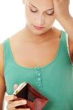 Junge kaukasische Frau mit leerer Mappe Lizenzfreies Stockfoto