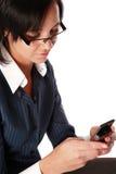 Junge kaukasische Geschäftsfrau am Telefon Lizenzfreies Stockfoto