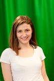Junge kaukasische hübsche Frau mit dem braunen Haar Stockfotografie