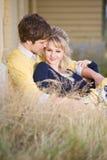 Junge kaukasische Paare in der Liebe Stockfotografie