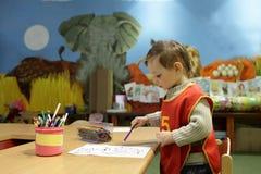Junge am Kindergarten lizenzfreie stockbilder