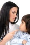 Junge konfrontiert seine Mutter stockbilder
