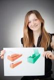 Junge Konstrukteur-Frau zeigt einen Ausführungsplan Lizenzfreie Stockfotos