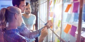 Junge kreative Geschäftsleute lizenzfreie stockbilder