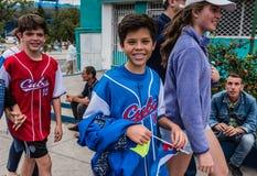 Junge kubanische Baseball - Fans Stockbild