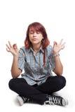 Junge Kursteilnehmerfrau in Yogastellung Stockfoto
