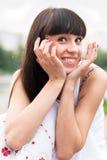 Junge lächelnde Frau Stockfotografie