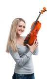 Junge lächelnde Frau, die eine Violine anhält Stockfotografie