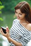 Junge lächelnde Frauenfunktion Lizenzfreies Stockfoto