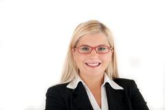 Junge lächelnde Geschäftsfrau in den roten Gläsern Stockfoto