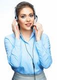 Junge lächelnde Geschäftsfrau, die mit Mikrofon spricht Stockfoto