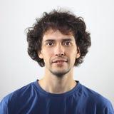 Junge, lächelndes Porträt des gutaussehenden Mannes Lizenzfreie Stockfotos