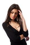 Junge lateinische Frau mit Kopfschmerzen stockfoto