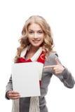 Junge lächelnde Frau, die auf Zeichen zeigt Stockfoto
