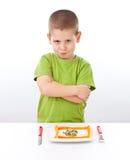 Junge lehnt zum Essen ab Stockfoto