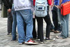 Junge Leute auf der Straße Stockfotografie