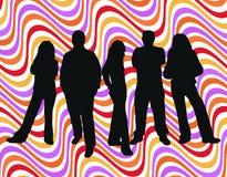 Junge Leute auf Retro- Hintergrund Lizenzfreies Stockbild