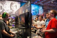 Junge Leute bei Gamescom in Köln lizenzfreies stockfoto