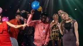 Junge Leute der Gruppe Partei: Mitte der Nacht stock video footage