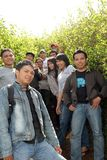 Junge Leute an der Plantage Lizenzfreies Stockbild