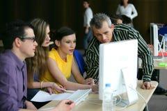 Junge Leute im Berufsausbildungkurs Lizenzfreie Stockfotografie
