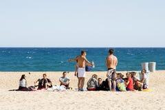 Junge Leute im Strand Stockfoto