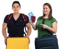 Junge Leute mit den Gepäckgepäcktaschen, die Reise reisendes v fliegen lizenzfreie stockbilder