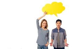 Junge Leute mit Sprache-Blasen Lizenzfreie Stockfotografie