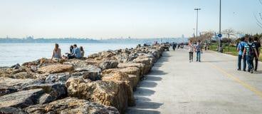 Junge Leute nahe dem Bosphorus in Istanbul, die Türkei Stockfotos